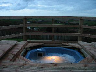 Hot Tub in the Winter Tubbs Delight Holiday accommodation South Devon